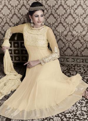 8f0088199c6c Őszibarack hosszú esküvői ruha a chiffon, hosszú ujjú, virágos hímzéssel,  gyöngyökkel, flitterekkel