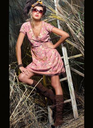 Порно фото в ситцевом платье 77340 фотография