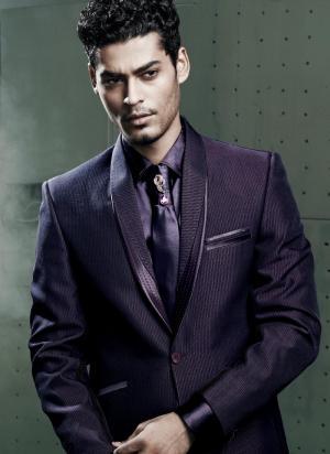 11b0fc8b73e3a Fioletowy ślubny / wieczorowy garnitur-dwójka + koszula + krawat z брошью