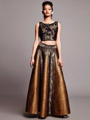 5f9fe9ea5c50 Χρυσό-καφέ μακρά φούστα στο πάτωμα + μαύρο top + αξίας
