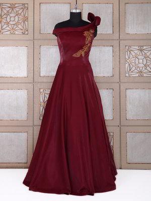 05d9c51c7d67 Αίμα κόκκινο μακρύ φόρεμα στο πάτωμα