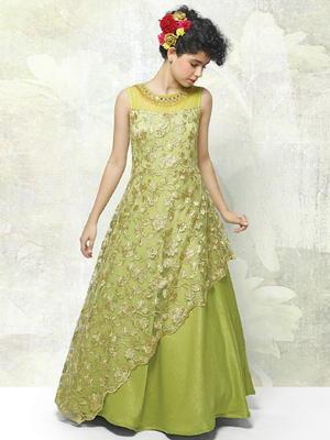 cc2c3bbee99 Светло-зелёное длинное платье в пол