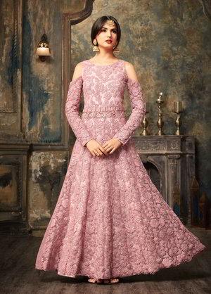 589c54ae0795 Μοβ μακρύ φόρεμα στο πάτωμα από guipure