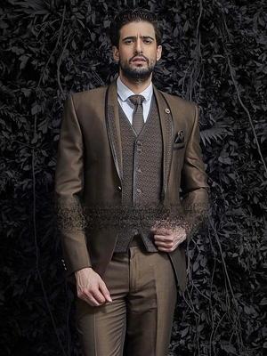 d20f070fdd266 Kahverengi erkek takım elbise-üçlü (yelek) + beyaz gömlek ile kravat