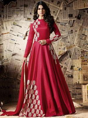 ff7a8d2a7ecd Κόκκινο μακρύ φόρεμα στο πάτωμα