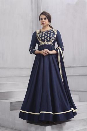 huge discount 89e6a 9d5ca Blu scuro abito lungo fino a terra, con maniche a tre quarti, decorato con  ricami