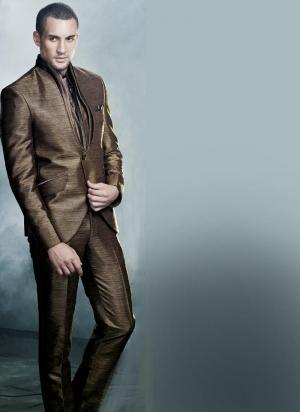 Коричневый мужской дорогой костюм-тройка (с жилетом) + рубашка + галстук.