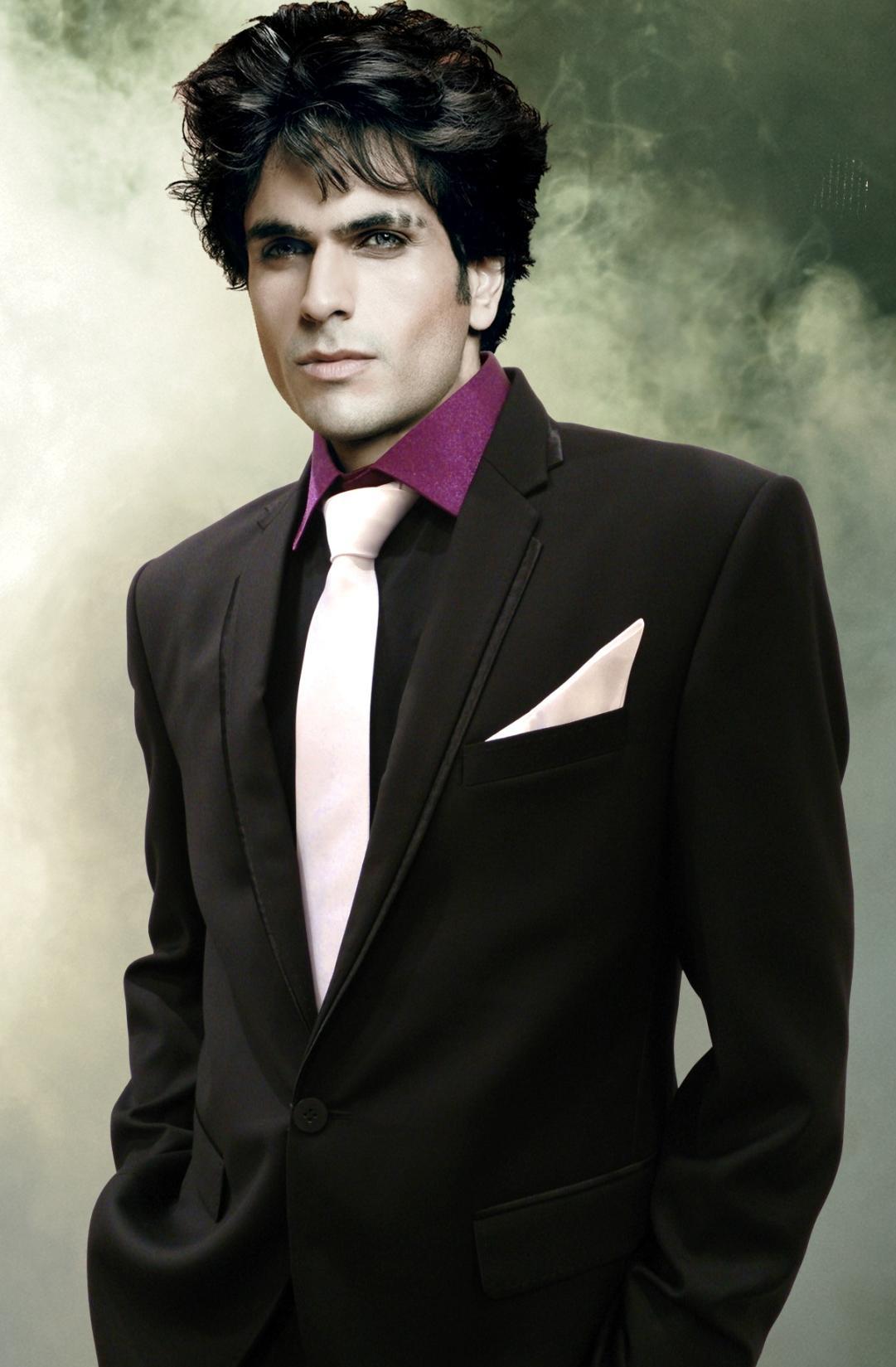 Белая рубашка и черный галстук 10